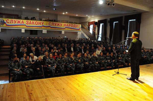 С приветственным словом и поздравлениями к ветеранам обратился временно исполняющий обязанности начальника ВИПЭ ФСИН России Сергей Ковалев