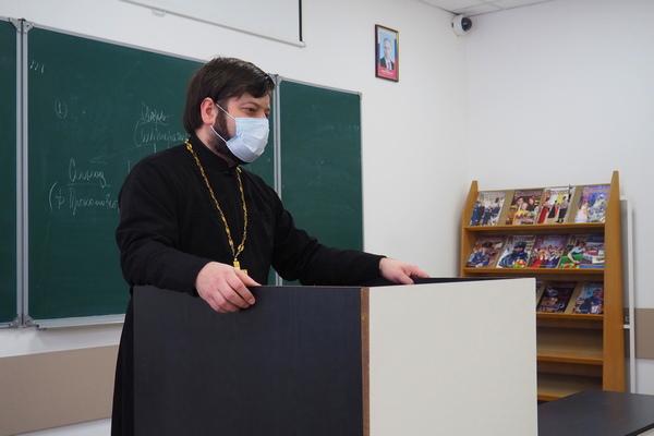 В ведомственном институте состоялась встреча первокурсников с иереем Михаилом Болотским