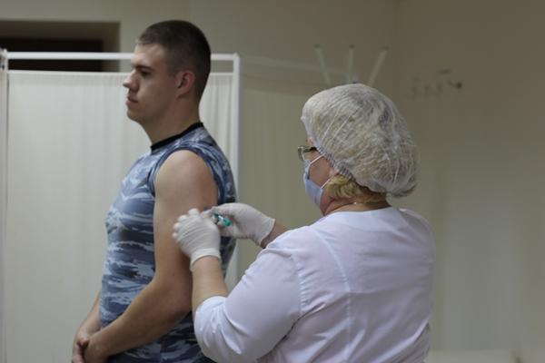 Проводится вакцинация переменного состава института