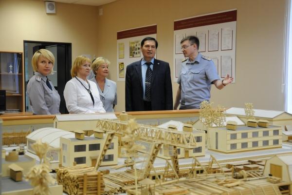 Виталий Леонидович вместе с представителями ОНК Вологодской области оценили материально-техническую базу учебного заведения