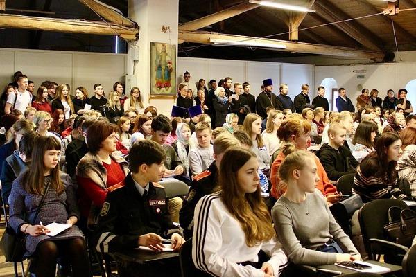 Курсанты и сотрудники ВИПЭ ФСИН России рассказали участникам мероприятия о деятельности и структуре ведомственного института