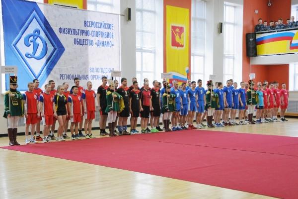 В спортивном зале ВИПЭ ФСИН России собрались более 70 волейболистов-курсантов из образовательных организаций ФСИН России