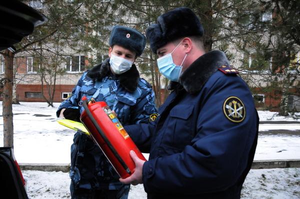 Комиссия проверила наличие огнетушителя, аптечки, светоотражающего жилета и знака аварийной остановки