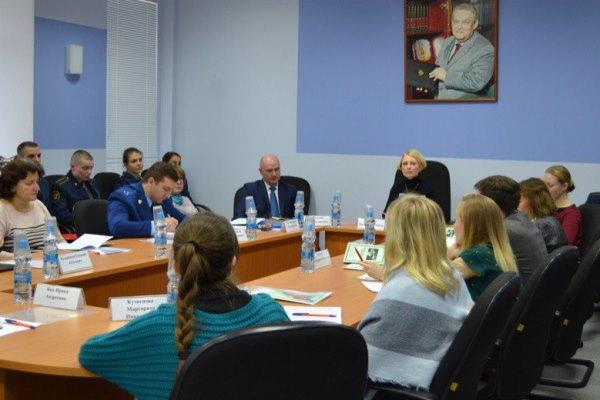 В рамках мероприятия собравшиеся обсудили вопросы взаимодействия государства и гражданского общества по защите прав человека