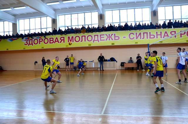 После четырех дней упорных и зрелищных игр определились команды финалисты турнира – это волейболисты ВИПЭ ФСИН России и команда хозяев, команда Академии ФСИН России, неоднократный победитель данного первенства
