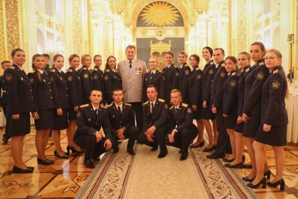 Четвертый год подряд участие в этом торжественном мероприятии принимают выпускники ведомственных вузов ФСИН России