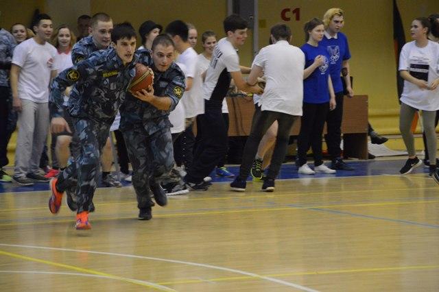 В минувшую субботу в спортивном комплексе «Спектр» собрались 17 команд высших и средних специальных учебных заведений областной столицы