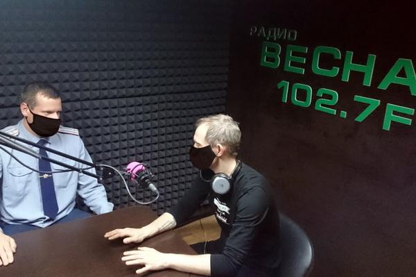Начальник СИЗО-1 УФСИН России по Смоленской области поздравил коллег с профессиональным праздником на радиоволнах