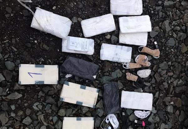 14 сотовых телефонов и 80 сим-карт изъяли сотрудники ИК-63 ГУФСИН России по Свердловской области из тайника автомобиля, въехавшего на территорию учреждения