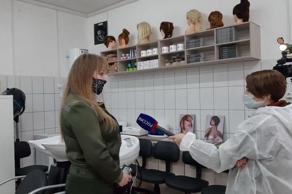 Корреспонденты телеканала ГТРК «Кубань» побывали в женской ИК-3 УФСИН России по Краснодарскому краю и пообщались с будущими парикмахерами-стилистами