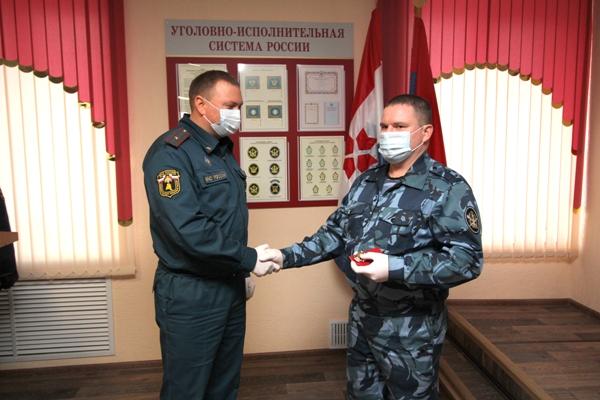 Сотрудника УФСИН России по Республике Мордовия наградили за спасение человека на пожаре