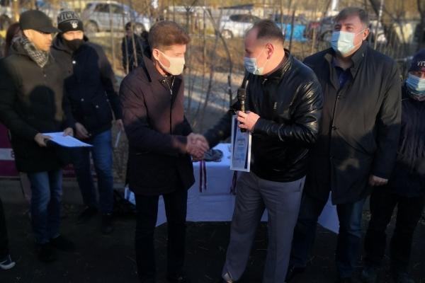 Губернатор Приморского края вручил руководству ИК-20 ГУФСИН России по Приморскому краю благодарность за вклад в развитие массового спорта в регионе