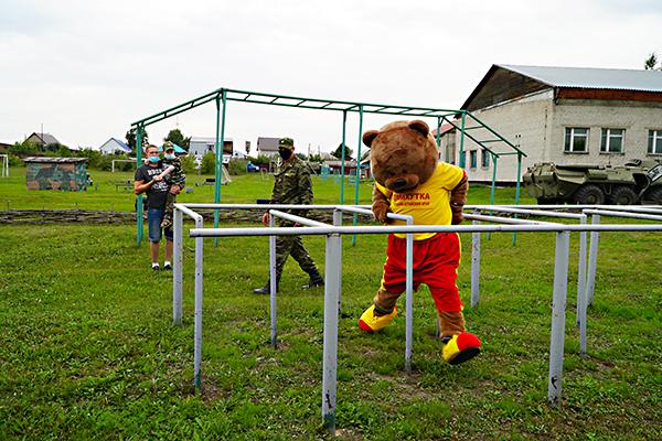 Сотрудники ОСН «Легион» УФСИН России по Алтайскому краю совместно с «Михуткой» исполнили мечту ребёнка