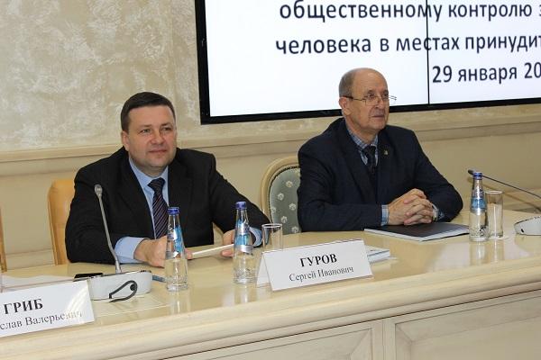 Представитель ФСИН России Сергей Гуров и старший преподаватель Академии ФСИН России Олег Ананьев