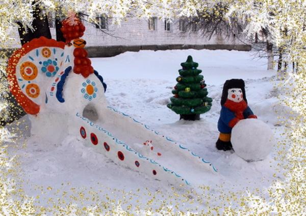 В ИК-6 ГУФСИН России по Свердловской области создали «Дымковские игрушки» из снега