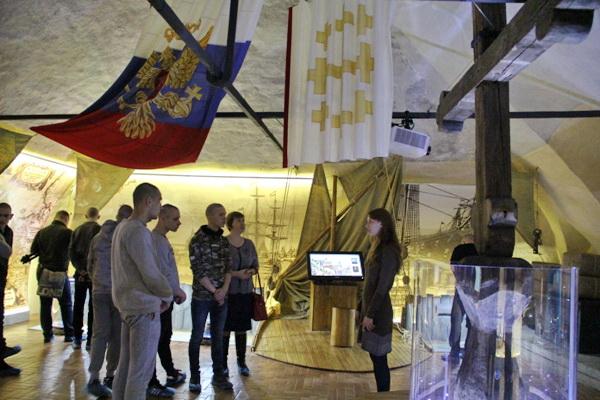 Несовершеннолетние из Архангельской воспитательной колонии посетили историко-архитектурный комплекс «Гостиные дворы»