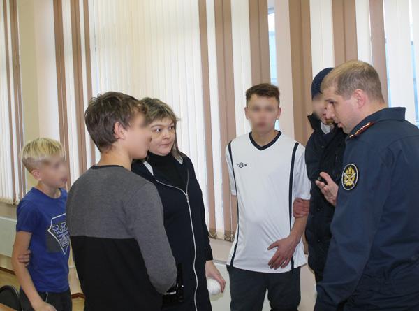 Сотрудники ИК-5 ГУФСИН России по Кемеровской области с подарками посетили городской Детский дом