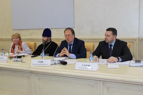 В Общественной палате РФ обсудили вопросы участия священнослужителей в работе региональных ОНК