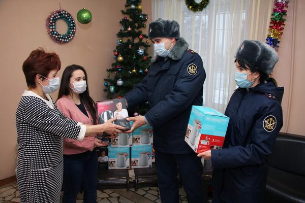 Сотрудники УФСИН России по Республике Татарстан передали новогодние подарки школе-интернату